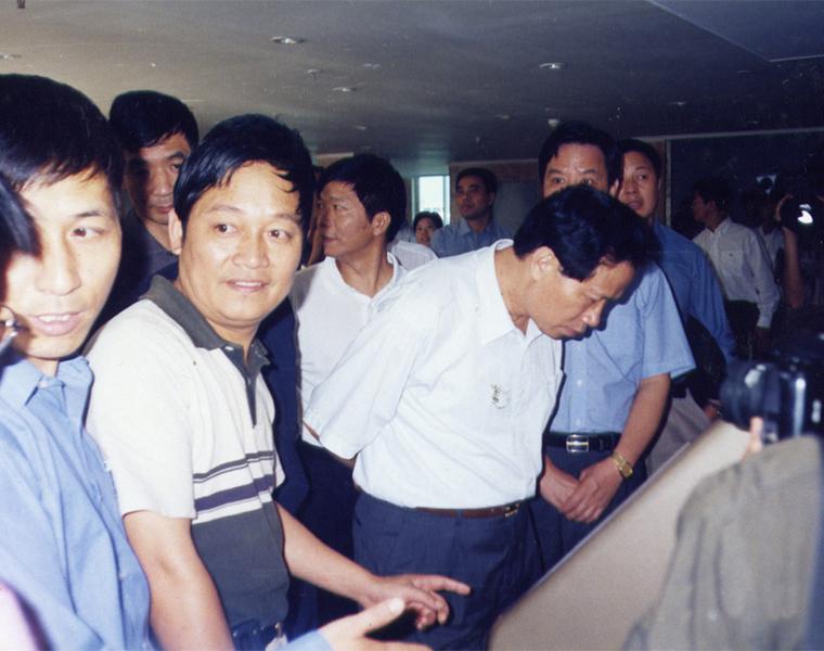 2001年,浙江省委副书记李金明视察良一村